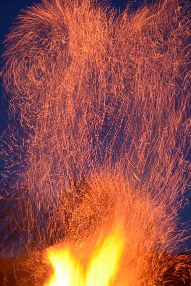 flammen-feuer-funken-01