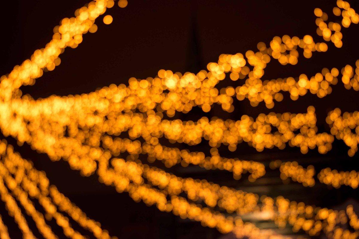 Lichter in der Dunkelheit der Stadt